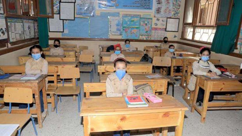 """التعليم  : أي تلميذ درجة حرارته 38 """"بلاش يروح المدرسة"""" 56682710"""