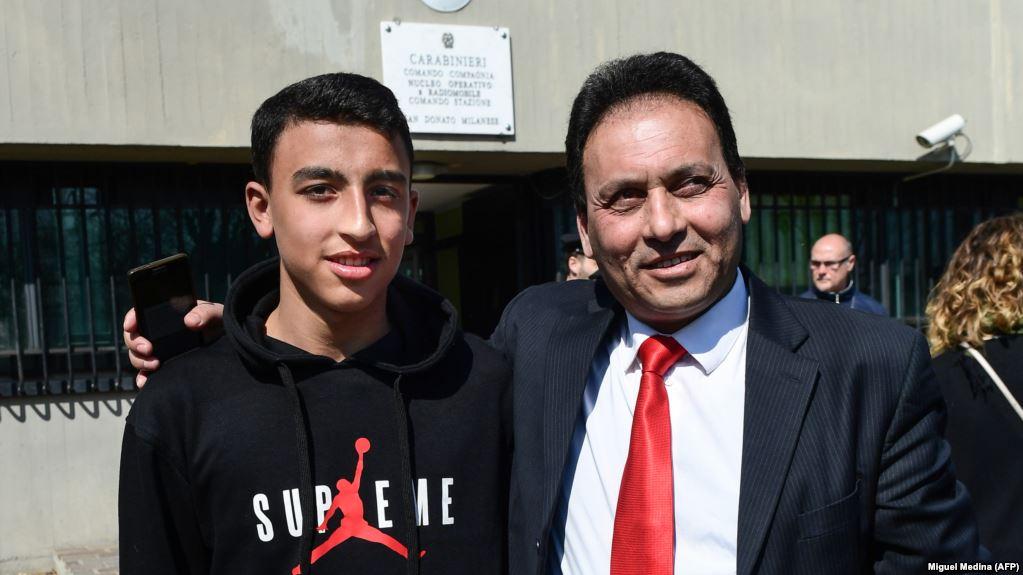 بطولات الطلاب المصريين فى الخارج - طالب عمره  13عامًا ينقذ  51ايطالى  من الخطف و المسئولين يطالبون بمنحه الجنسية  8b5b9910