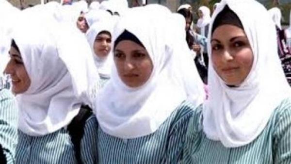 """مُدرسة تجبر طالبة على ارتداء """"غطاء الرأس"""".. وأولياء الأمور يناشدون وزير التعليم: """"هناك طالبات مسيحيات"""" 91610"""