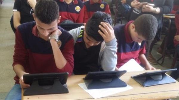 طلاب ثانوية التابلت 2021 و أولياء أمورهم يطالبون بامتحان ورقى موحد يضمن تكافؤ الفرص 9451210
