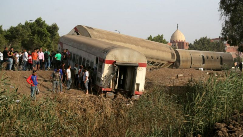 """التحقيقات تكشف مفاجأة في سبب حادث قطار طوخ """" الحاددث سببه ارتفاع درجة الحرارة """" و توصية بتقليل سرعة القطارات فى هذه الحالة _1181010"""