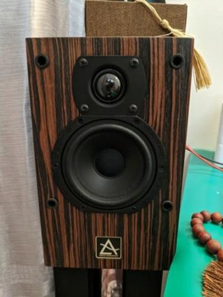 Leema Acoustics Leema Xero with stand Leema111