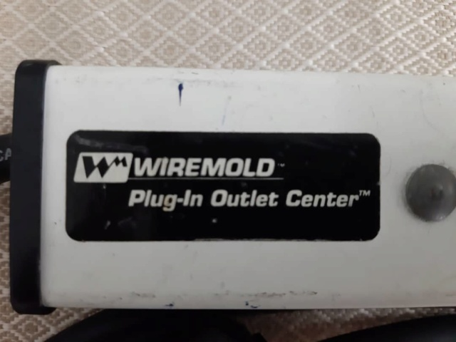 Wiremold plug in outlet center (used) Whats314