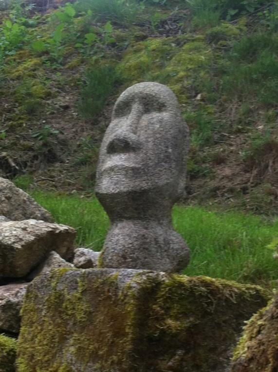Moaï modèle réduit en granit rose  E4650510