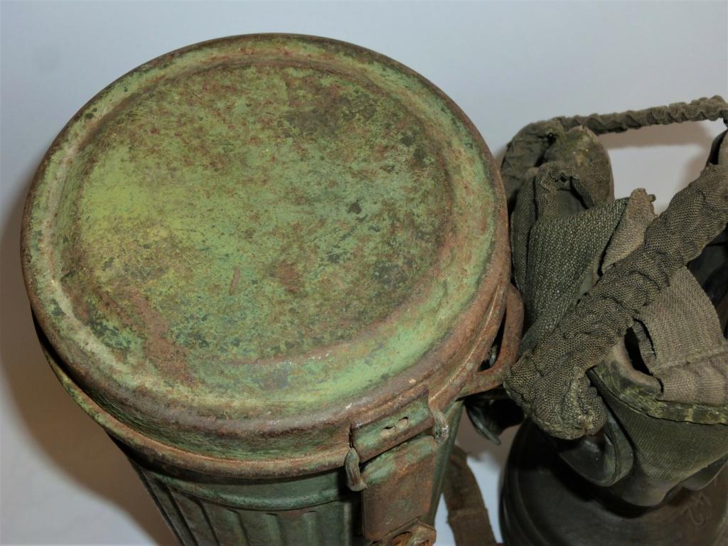 Un masque à gaz Allemand peint vert olive 0237