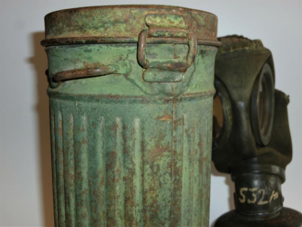 Un masque à gaz Allemand peint vert olive 1012