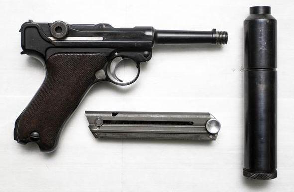 Un P08 silencieux WW2... 14867710