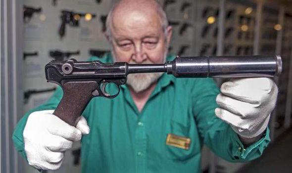 Un P08 silencieux WW2... En-lug10