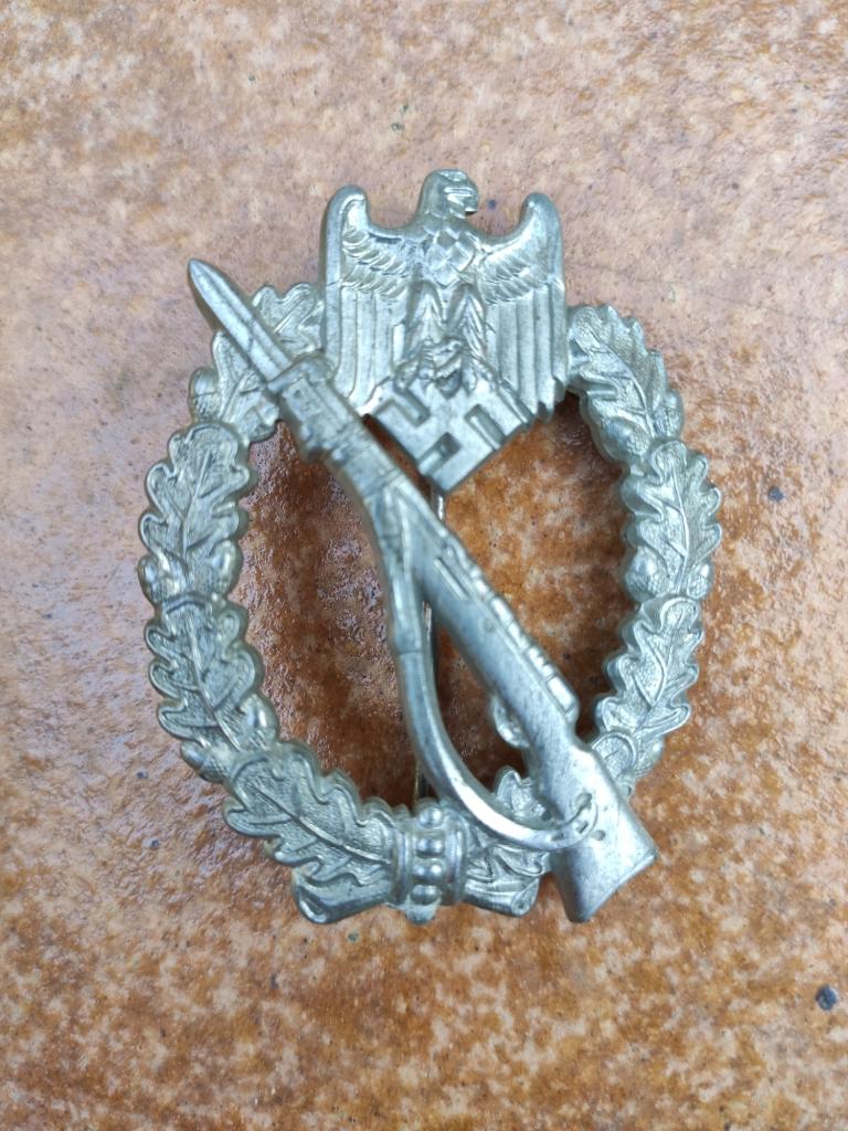 Croix de chevalier de la croix de fer et badge d'infanterie Img_2086