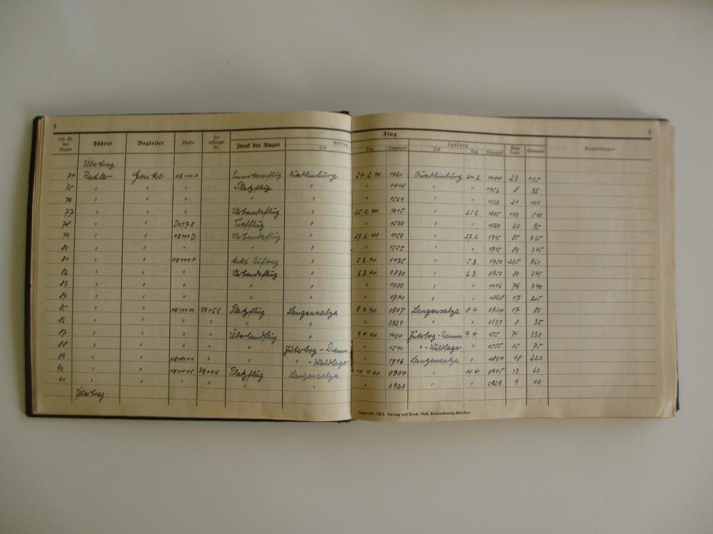 Groupe de documents d'un tireur de bord sur Me 110 Img_7020
