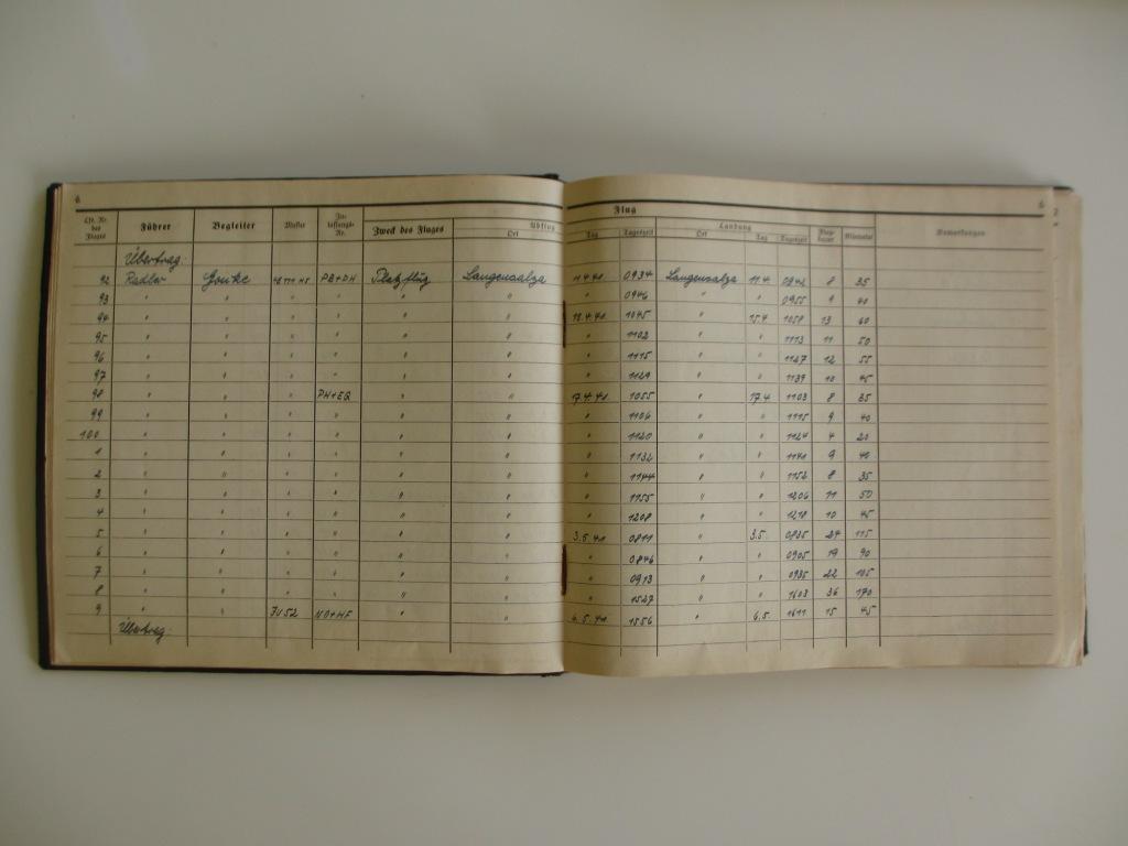 Groupe de documents d'un tireur de bord sur Me 110 Img_7021
