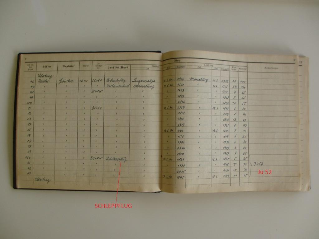 Groupe de documents d'un tireur de bord sur Me 110 Img_7024