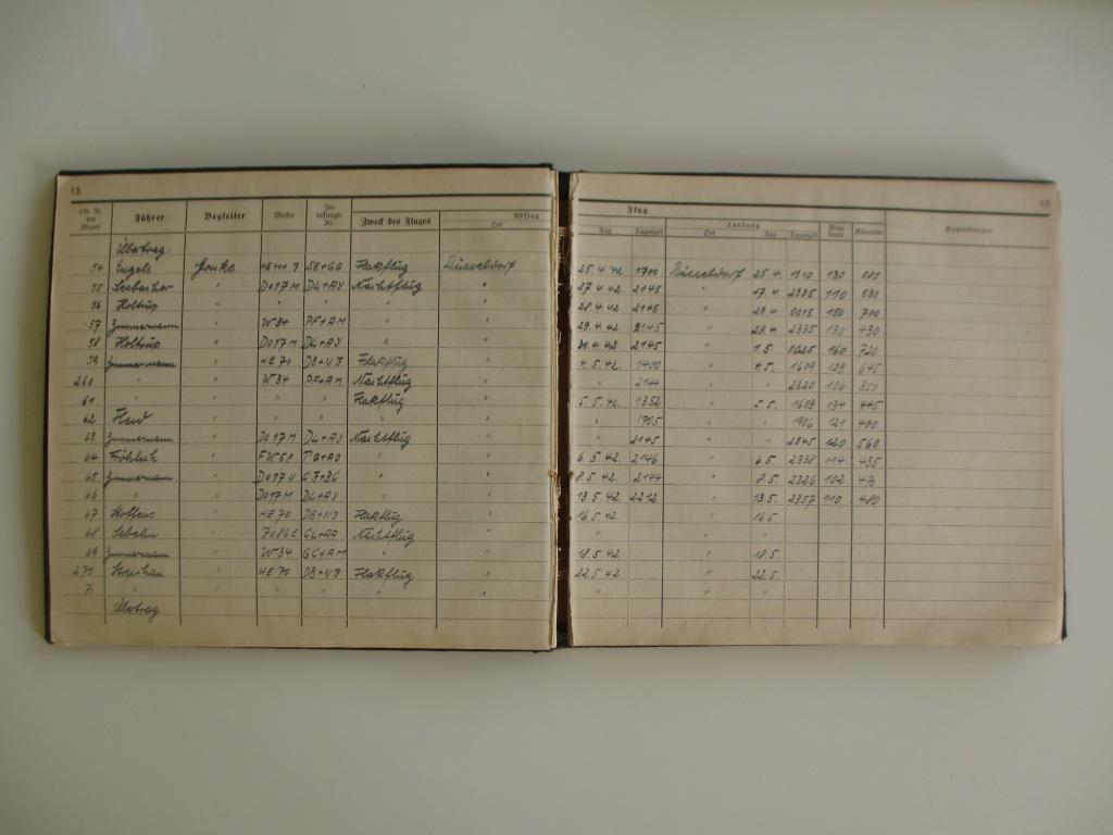 Groupe de documents d'un tireur de bord sur Me 110 Img_7030