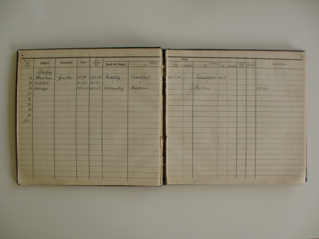 Groupe de documents d'un tireur de bord sur Me 110 Img_7031