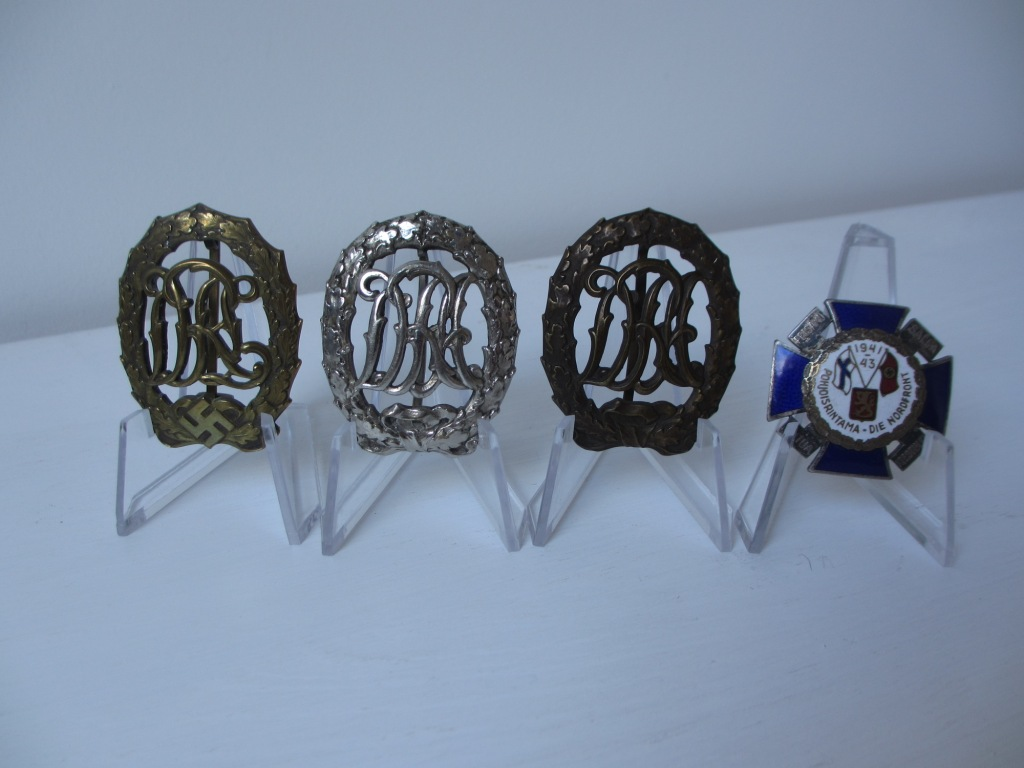 Une nordfrontkreuz et des badges des sports Img_7221