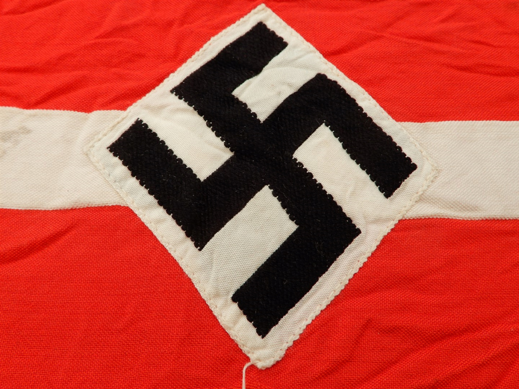 identification brassard HJ et NSDAP  Photo-11