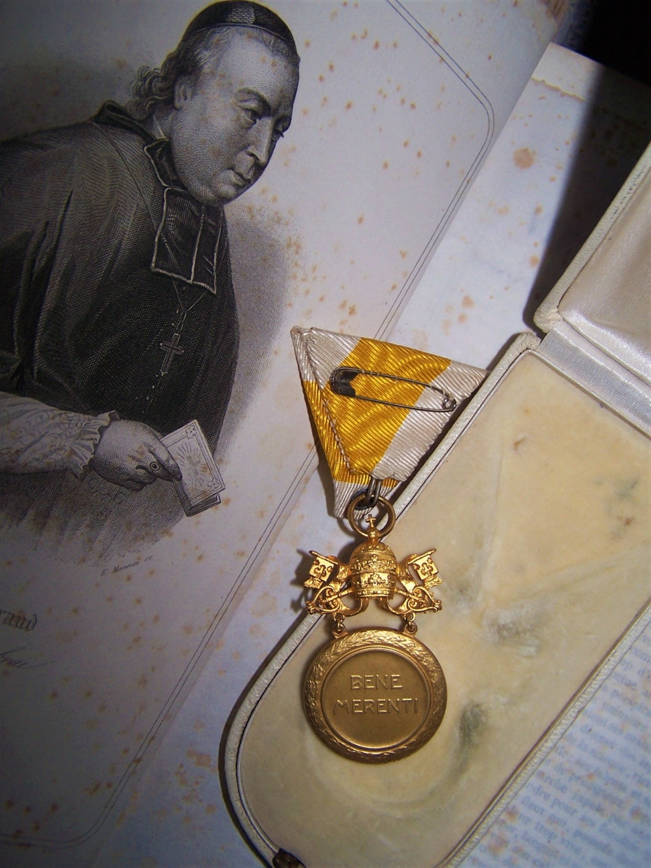 Une belle décoration papale... 000_1242