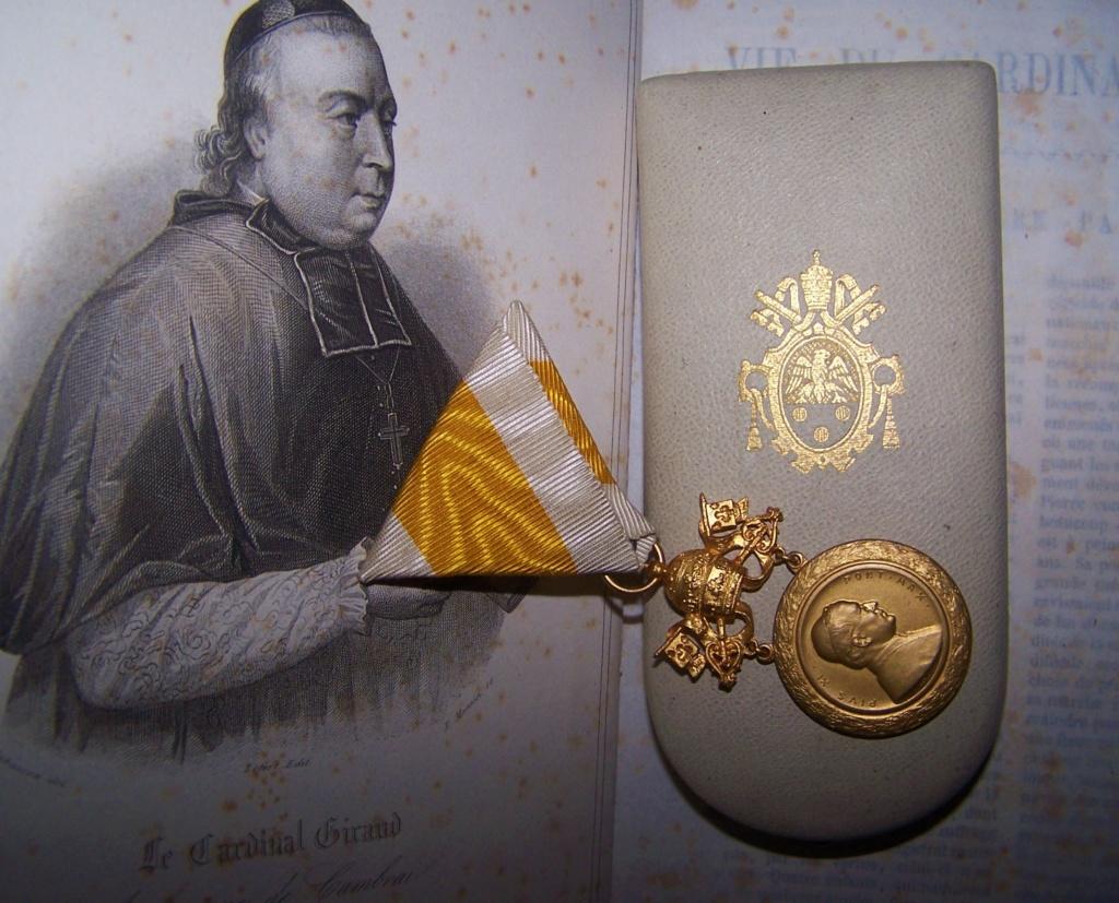 Une belle décoration papale... 000_1243