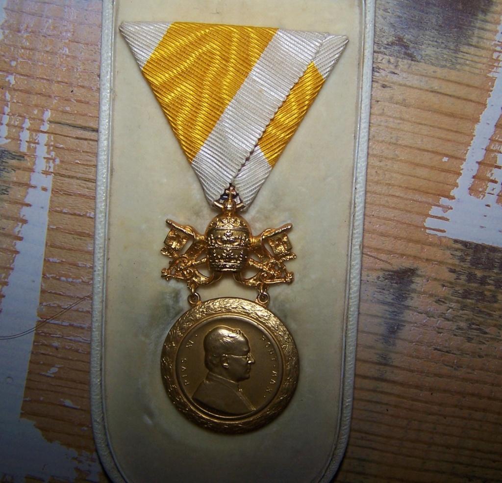 Une belle décoration papale... 000_1245
