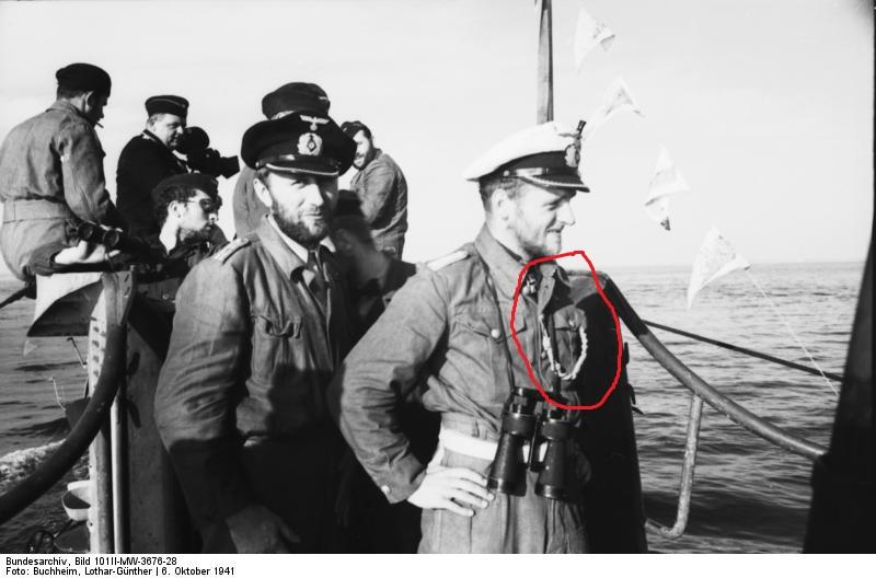 Noeuds en cordelettes tressées aux uniformes KM Bundes10