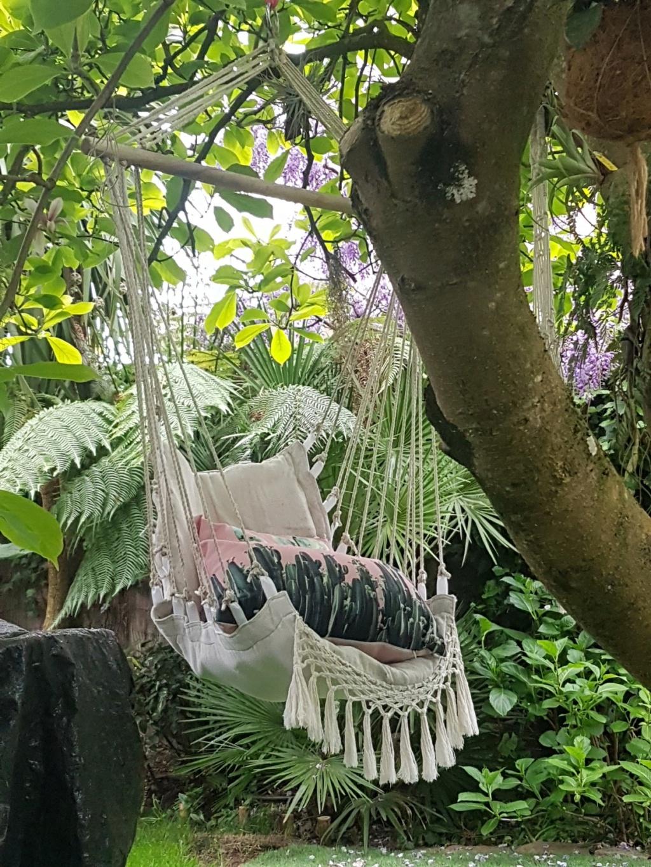 Le jardin c'est la santé, rien faire c'est la conserver  : hamacs et autres chaises longues  20190497