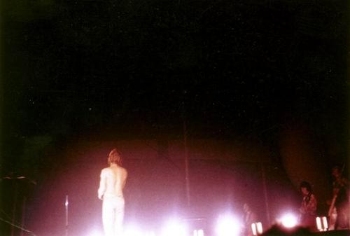 JOHNNY en SLIP sur scène ! 002php10