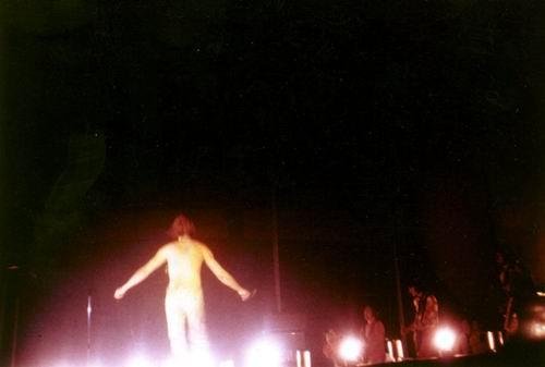 JOHNNY en SLIP sur scène ! 003php10