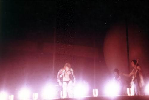 JOHNNY en SLIP sur scène ! 010php10