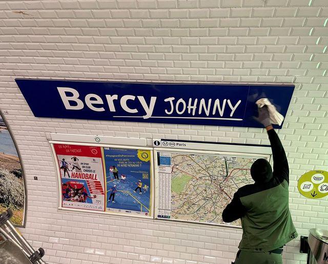 LA RATP rend hommage à Johnny 24184510