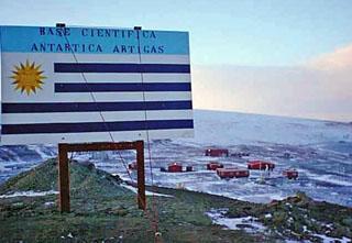 Forschungs-Basis Cientifica Artigas und Rettungs-Schiff ROU 26 Vanguardia Proyec10