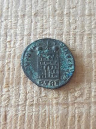 Nummus de Constantin II Aaa11