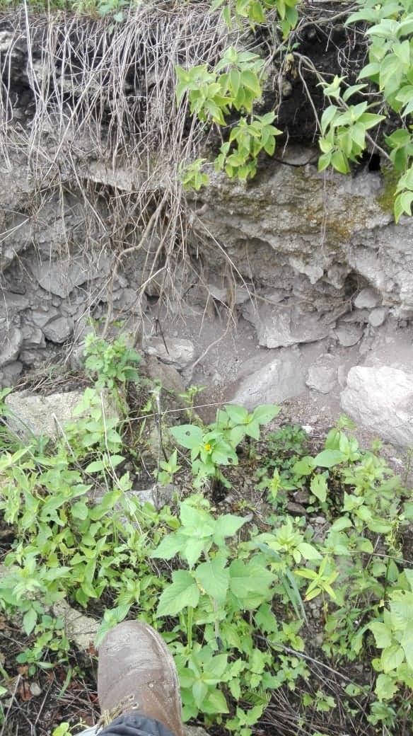 Encontré excavación en un cerro  Ap710