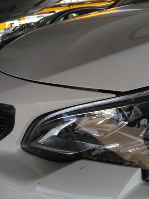 salpicadero con ajuste defectuoso y línea de capot mal rematada Img_2010