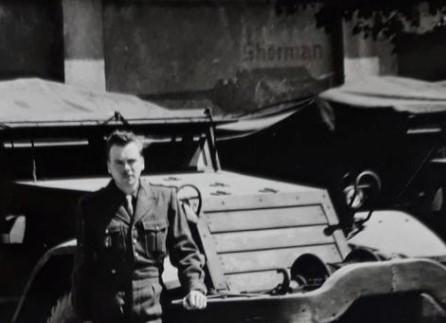 Engins et militaire français à identifier...1950 ? Oto21010