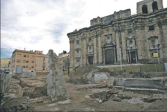 Hallan nuevos restos romanos delante de la catedral de Tortosa Catedr11