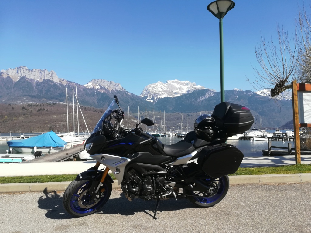 ma tracer devant le lac d'Annecy Img_2011