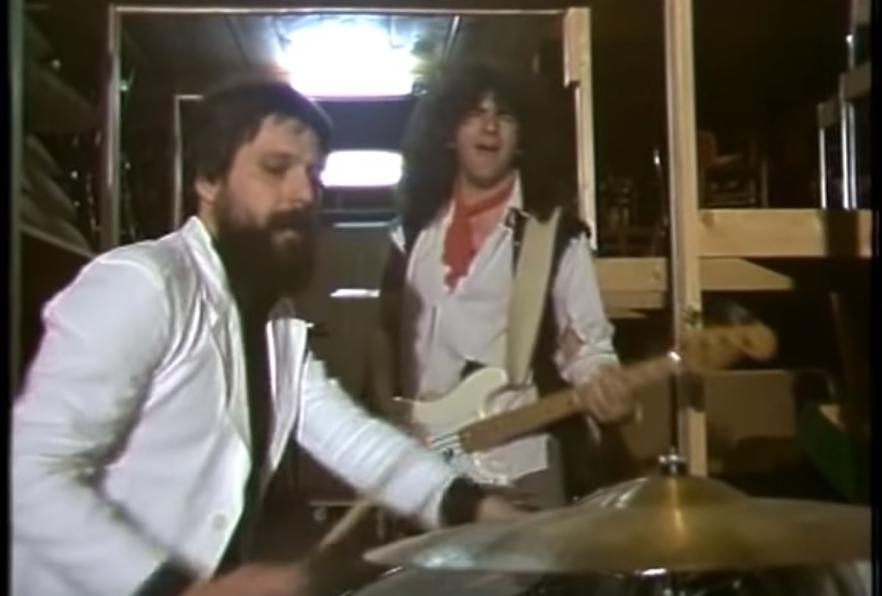 Umro je Zdravko Širola bivši bubnjar Atomskog Skloništa Screen10