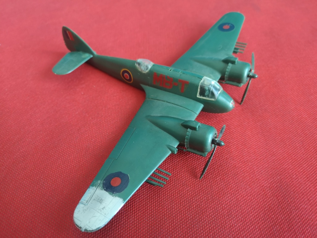From the box - BRISTOL BEAUFIGTHER TF-X - AIRFIX - 1/72 - Terminé en page 4 Img_2364