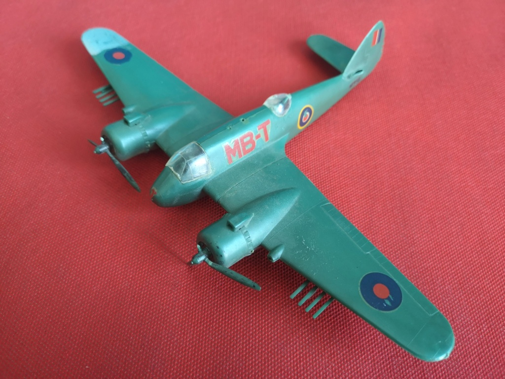 From the box - BRISTOL BEAUFIGTHER TF-X - AIRFIX - 1/72 - Terminé en page 4 Img_2365