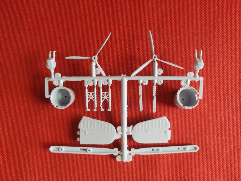 From the box - BRISTOL BEAUFIGTHER TF-X - AIRFIX - 1/72 - Terminé en page 4 Img_2369