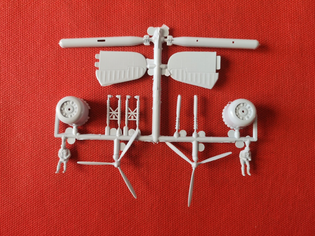 From the box - BRISTOL BEAUFIGTHER TF-X - AIRFIX - 1/72 - Terminé en page 4 Img_2380