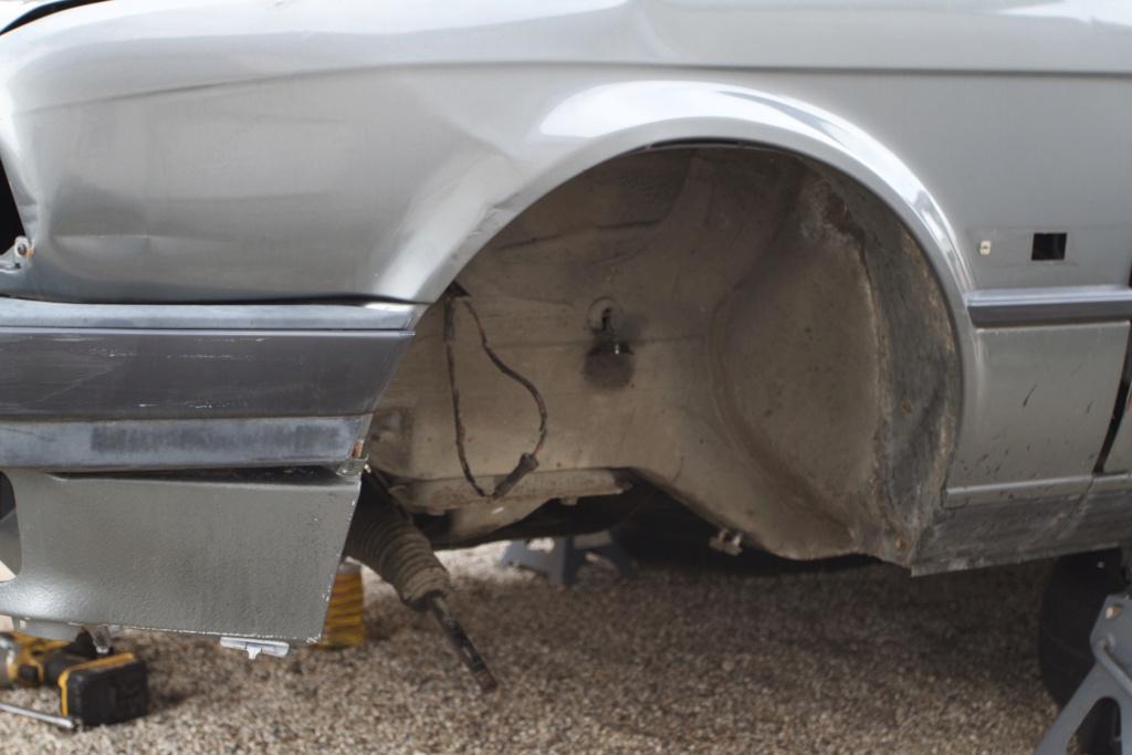 Remise en état d une BMW E30 320i - Page 4 084a8210