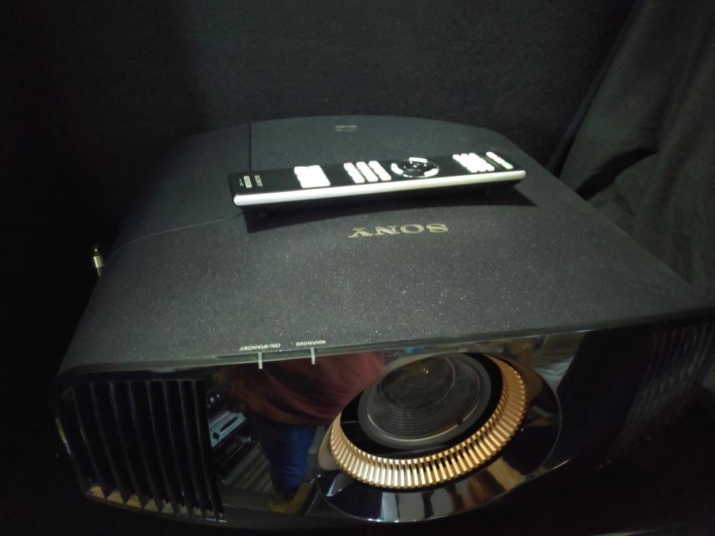 SONY VPL-VW320ES Cinema Projector (used) Img_2112