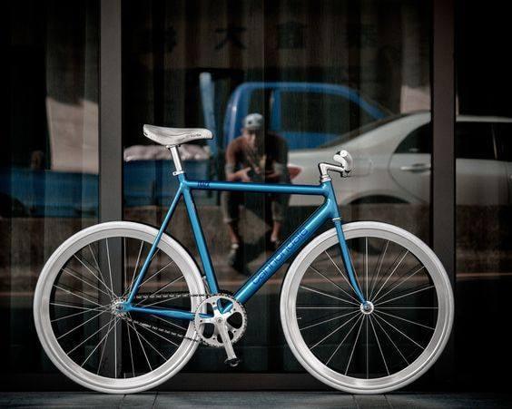 la comparaison entre deux vélo  14401310