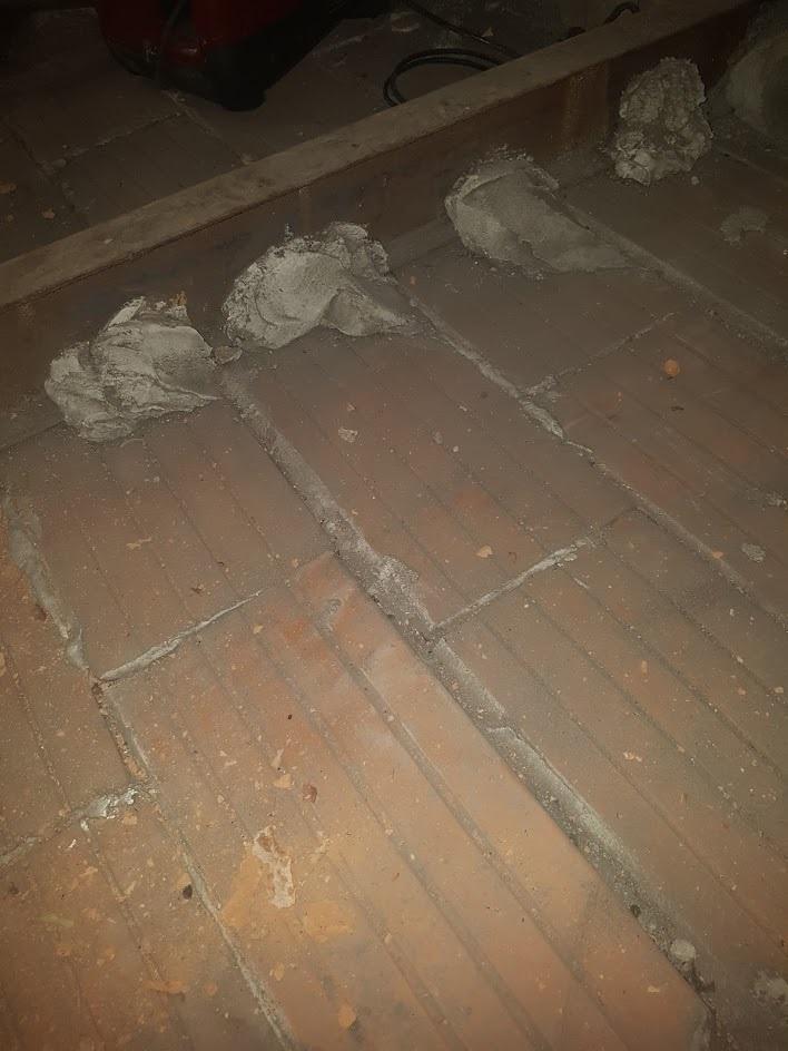 Trémie dans plafond en plafonnettes (appelées aussi cancalons) Accroc10