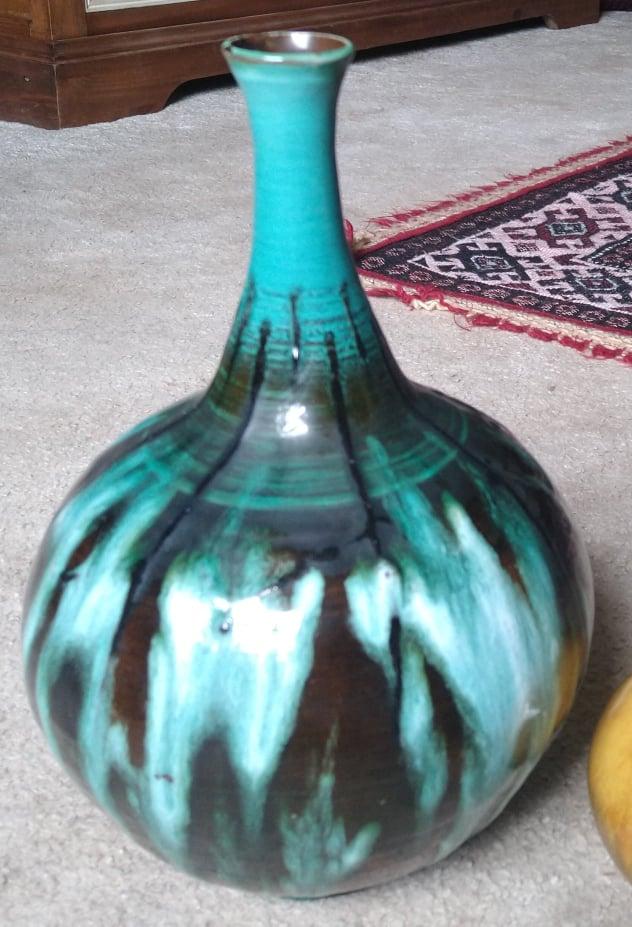 Mid Century Vase Identification 24104510