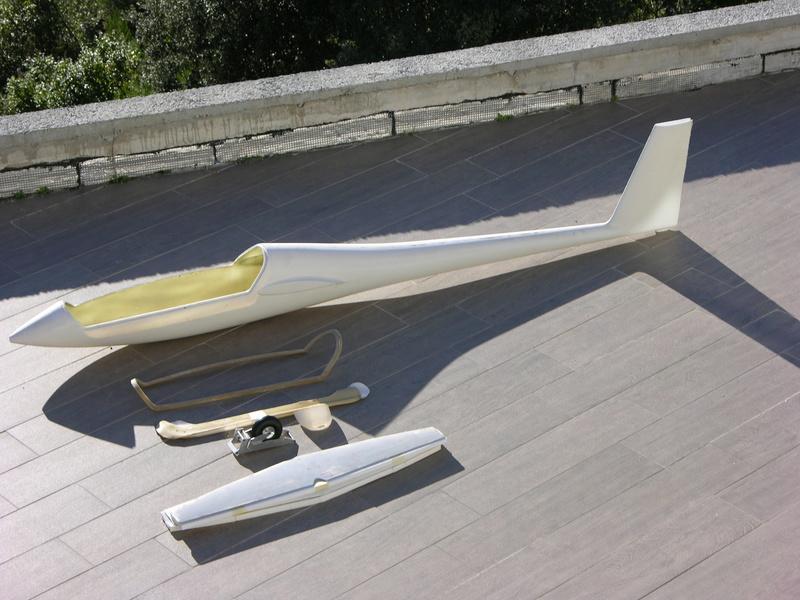 [Vendu] Fuselage d'Arcus pour envergure 6m70 + accessoires. Dscn9211