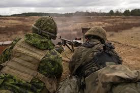 Deux militaires à l'entraînement   Sodat10
