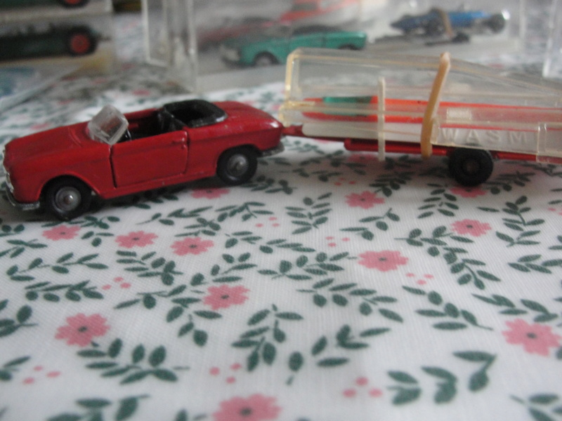 N°230 Peugeot 204 cabriolet - Page 2 Dsc00110