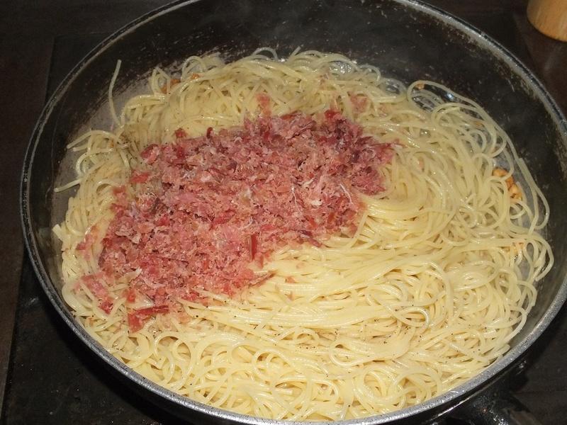 pates à l'ail et jambon 14445110